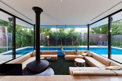 Salon & cheminée - sunken-living-room par OFTB - Brighton, Australie