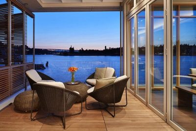 Terrasse salon design & vue lac Union - Floating-Home par Vandeventer-Carlander - Seattle, USA