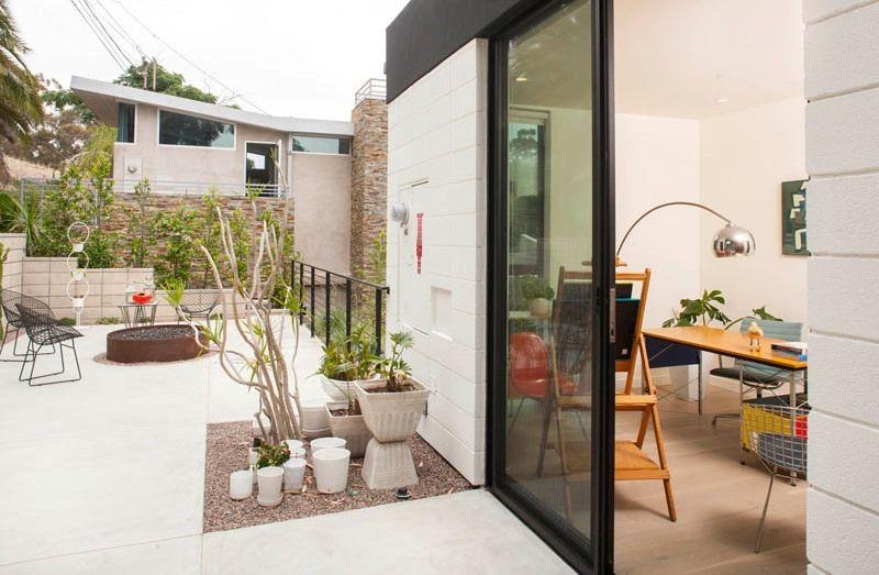 Terrasse toit & baie vitrée cooulissante entrée bureau - mid-century-family-home par Nakhshab - San Diego, USA