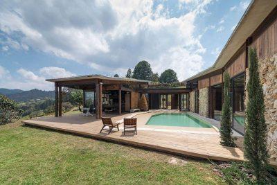 façade terrasse bois & piscine - Gozu-House par Opus - El Retiro, Colombie
