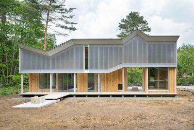 shed-roof-house-par-hiroki-tominaga-yamanashi-japon