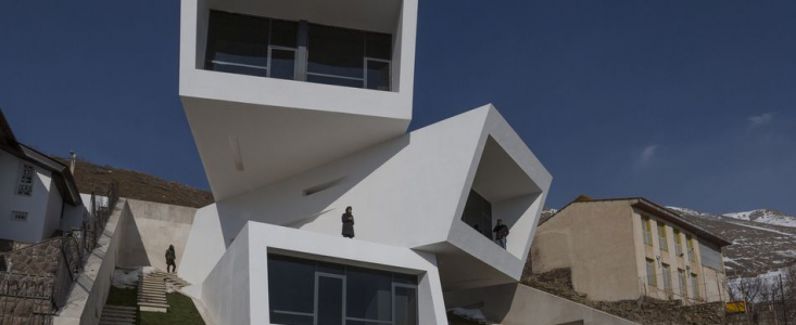 Maison contemporaine avec des blocs superposés en Iran