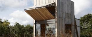 Terrasse salon design nuit vue sur la mer villa - La contemporaine villa k dans les collines de nagano au japon ...